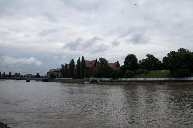 Vista de la facultad de bellas artes y del río Odra
