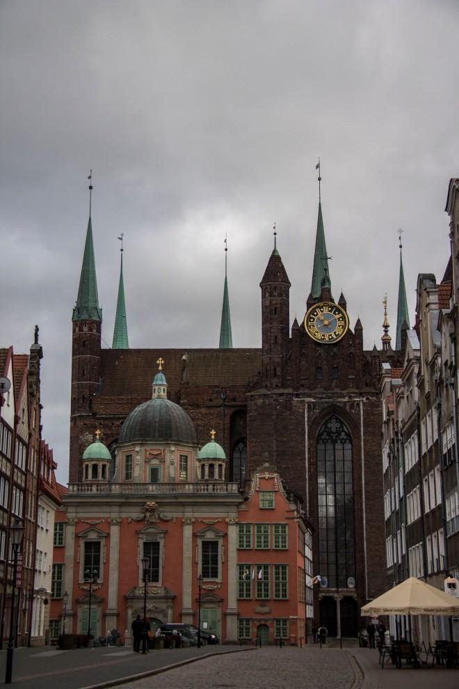 La iglesia (desde la calle)