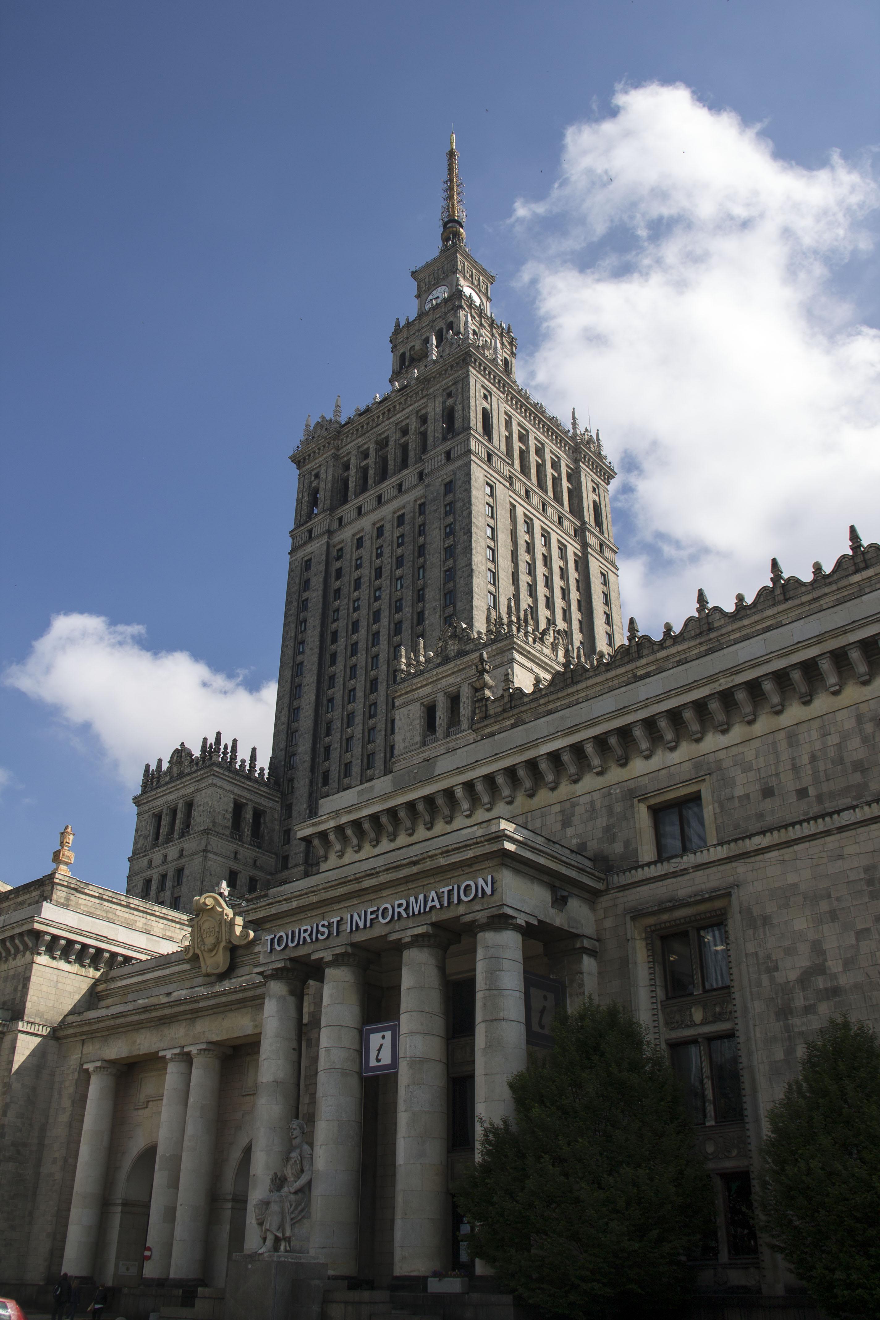 Varsovia parte i capital de contrastes the travelin 39 guy for Oficina turismo polonia